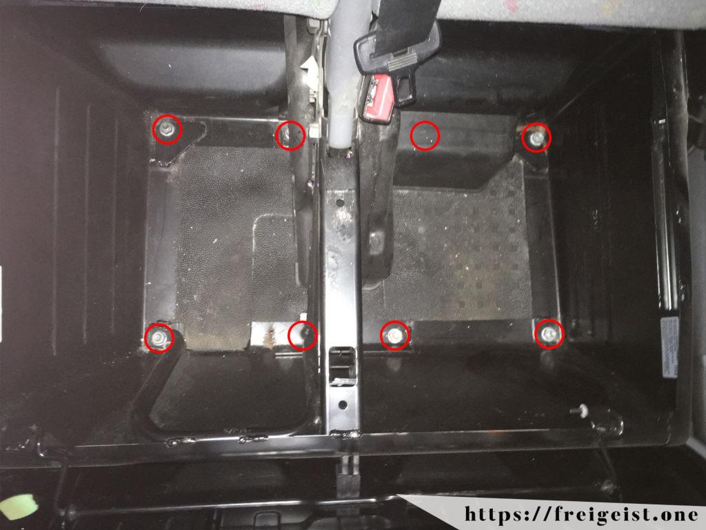 freigeist - VW T5 - Beifahrersitz entfernen